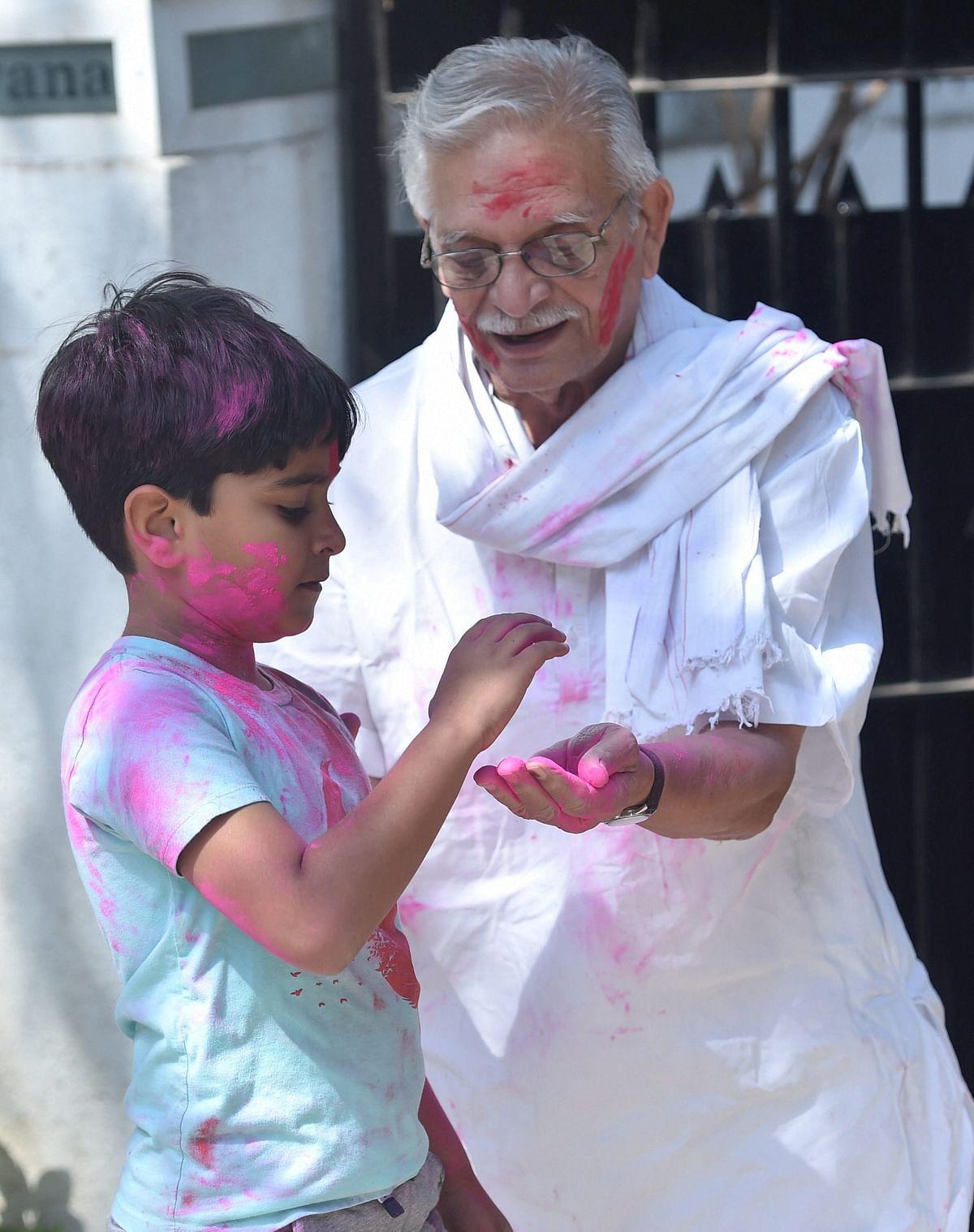 Film-maker, lyricist and writer Gulzar celebrates Holi at his residence in Mumbai on Monday.