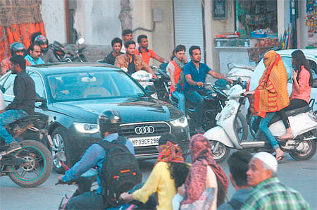 Indore: Absence of traffic police leaves Telephone Nagar Square troublesome