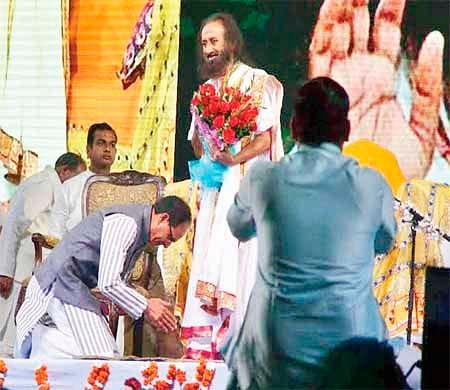 Bhopal: CM, Sri Sri Ravishankar shower praises on each other
