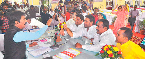Indore: Congress corporators create din in IMC council meeting