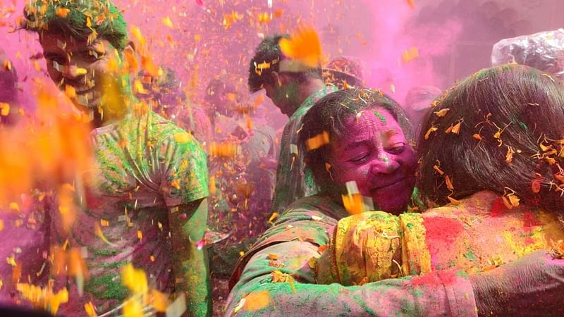 """Indian widows celebrate Holi or the """"festival of colors"""" in Vrindavan on March 9, 2017."""