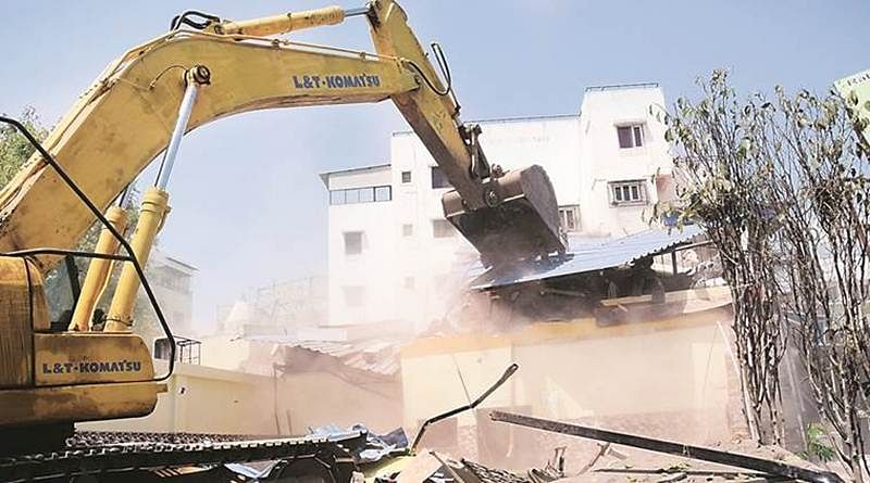 Collector's office files FIR into illegal const at Versova