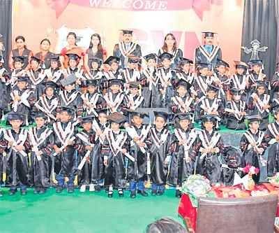 Bhopal: Kids don convocation gowns