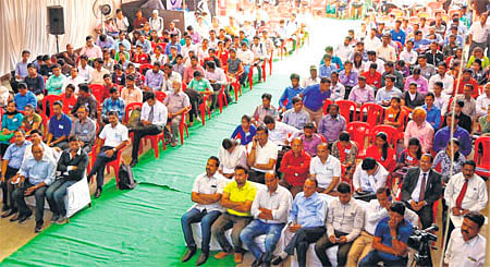 Indore: Students from across state attend LJ foundation job fair