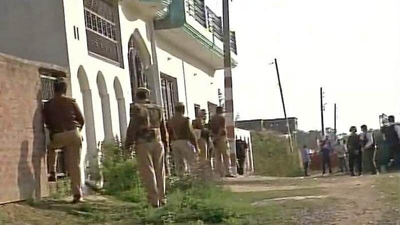 Gunfight underway in Lucknow, suspected IS operative cornered