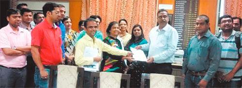 Indore: MPMTA protests proposed bill for management ofmedical,dental college
