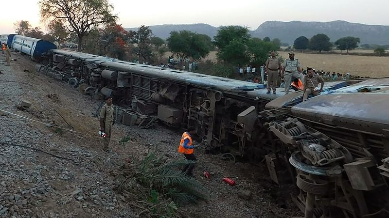Crack in tracks apparently led to derailment: Railways
