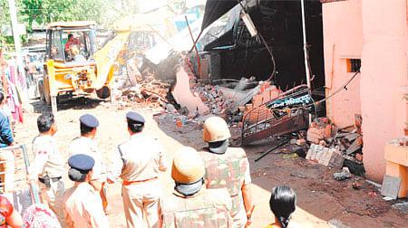 Ujjain: Ujjain Municipal Corporation demolishes illegal cattle sheds