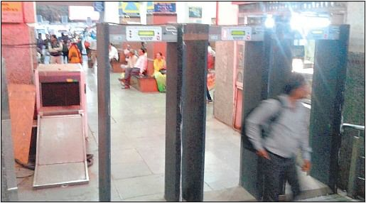 Indore: Rs 30 lakh baggage scanners rusting at railway station