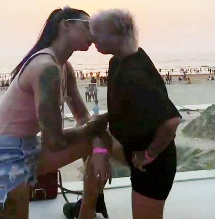 Bigg Boss ex contestants Bani and Sapna's liplock pictures go viral!
