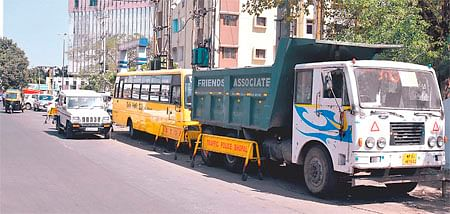 Bhopal: Police encroach upon busy road, commuters miffed