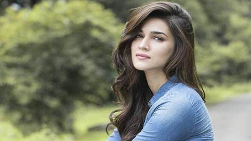 Hate Story actress body shames Kriti Sanon and calls her deranged woman