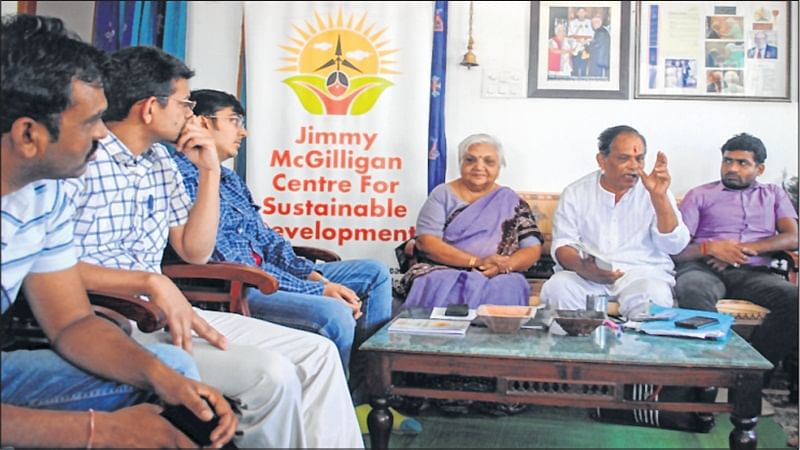 Indore: Ayurvedic pain reliever made in solar cooker at Jimmy McGilligan Centre