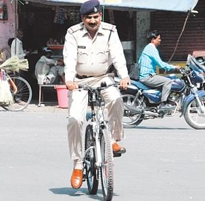 Indore: Cop, who pedals to patrol city streets