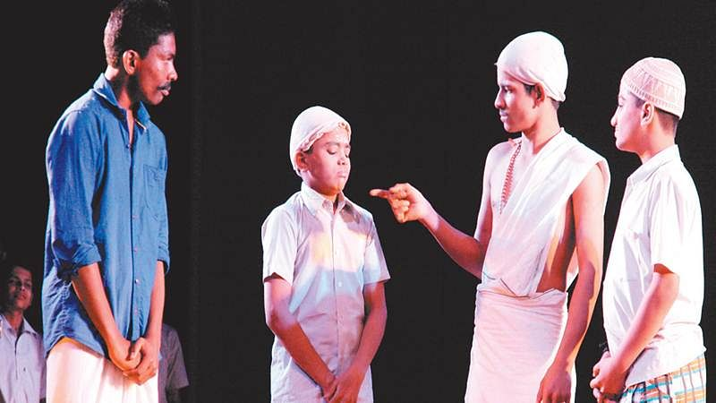 Indore: 'Khusyionke Rang Hazaar' staged at Labh Mandapam