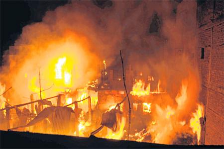 Bhopal: Junk godown gutted in Nariyalkheda