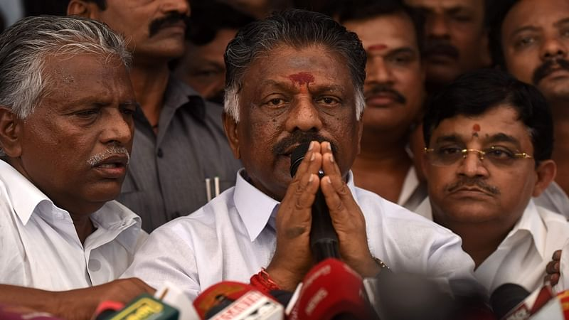 AIADMK symbol: Sasikala, Panneerselvam factions asked to submit documents till June 16