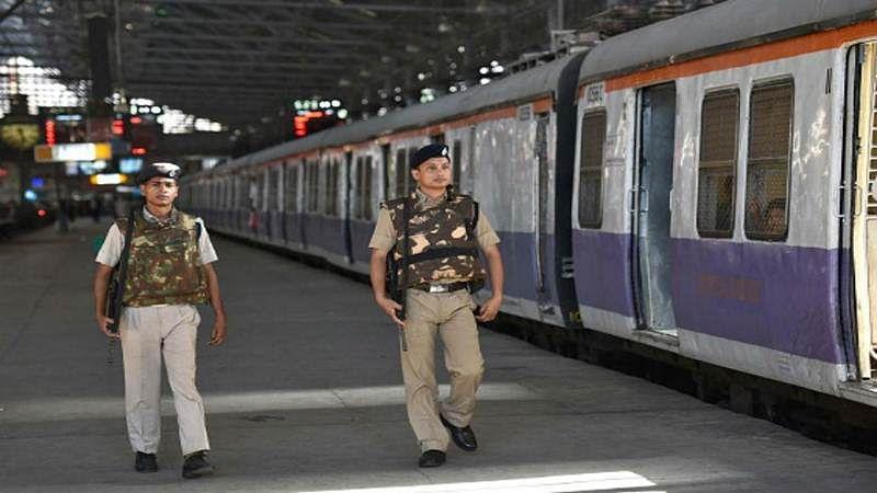 Mumbai: RPF officer saves commuter from fatal mishap