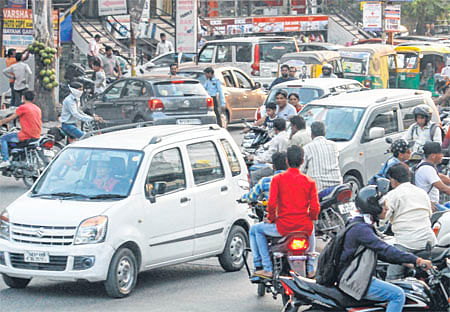 Saket Square: Absence of signalhits traffic hard in indore