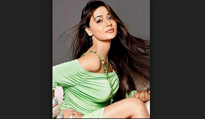 Sara Khan returns to Mumbai, after being forced to stay in Pakistan for a week