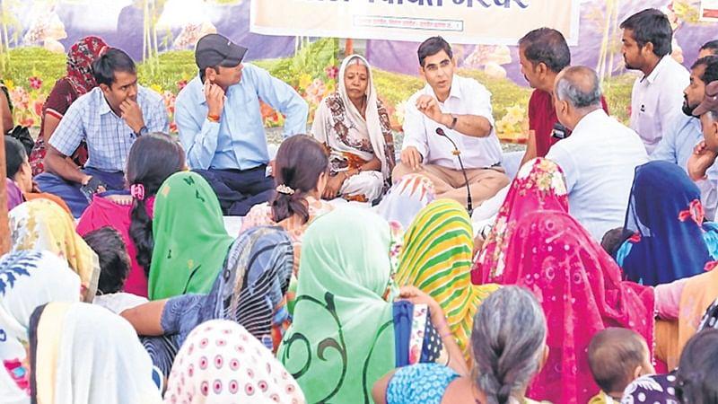 Ujjain: ACS participates in gram sansad at village Narwar