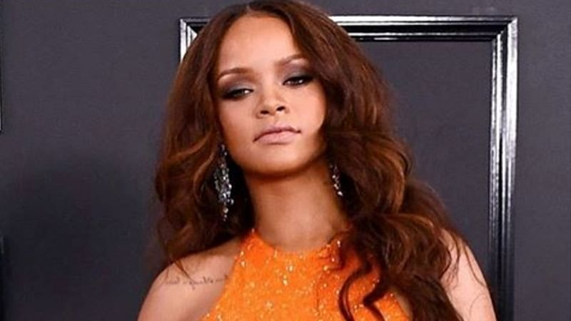 Rihanna sets her eyebrows with soap