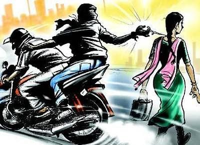 Two chain snatching gang members held; stolen mobiles, mobikes recovered