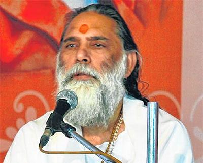 Ujjain: Geeta holds core knowledge of life management says Gyananand Maharaj