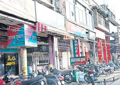 Bhopal: CM asks commissioners, collectors to remove liquor outlets near schools, temples