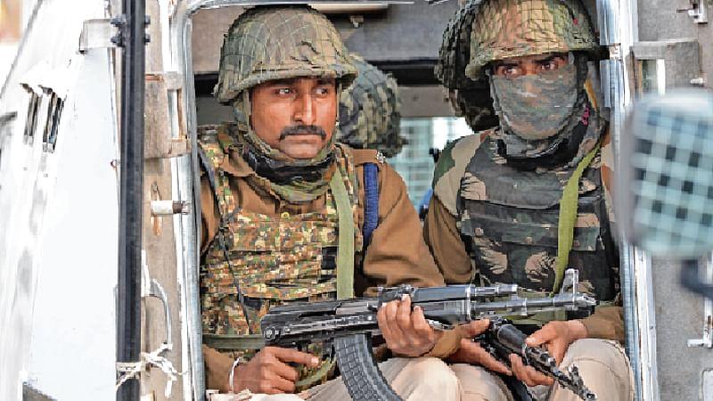 CRPF jawan killed, 5 injured in Srinagar militant attack