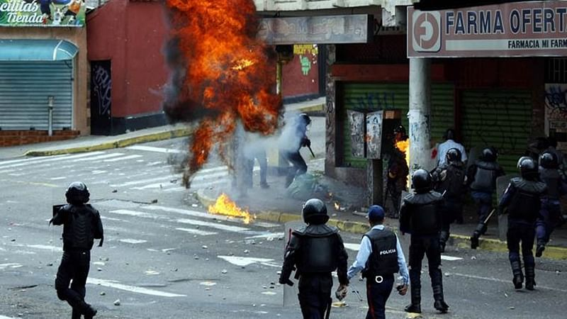 2 dead, over 400 arrested in Venezuelan protests