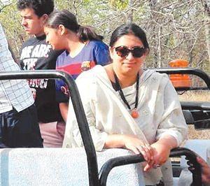 Bhopal: Smriti Irani's Bandhavgarh visit raises hackles