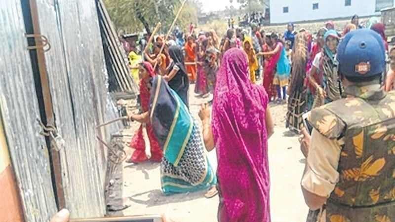 Bhopal: Women protest against liquor shop
