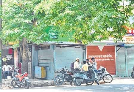 Ujjain: Kiosk owners observe 'bandh' to protest vacating cut squares