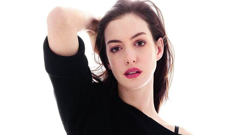 Anne Hathaway to produce comedy about dating
