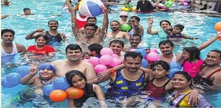 Indore: Maheshwari meet organises pool party