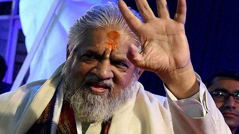 Chandraswami cremated, with little fanfare and no VIPs