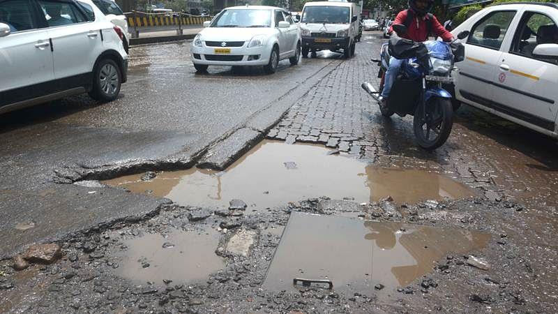 Maharashtra: Woman files harassment complaint against pothole-ridden road in Aurangabad