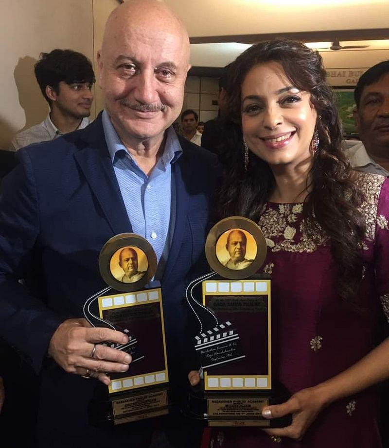 Juhi Chawla wins award for Chalk N Duster At DadaSaheb Phalke Academy Awards