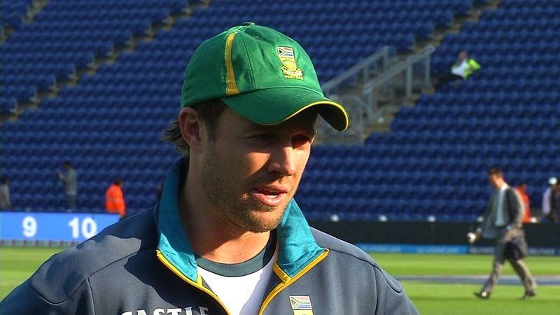 Hurt but a defiant De Villiers wants to stay on SA captain
