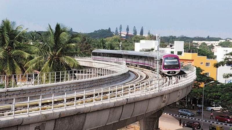 Mumbai: Man jumps from 30-feet high metro station to avoid fine, survives