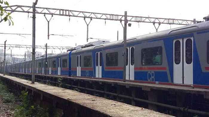 Quick-thinking RPF officer saves 5-yr-old girl from coming under local train at Mahalaxmi railway station