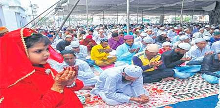 Ujjain: Muslims pray for peace and good monsoon on Eid