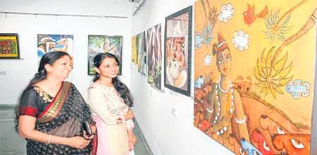 Indore: Red Art organises painting exhibition