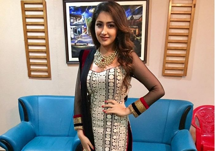 Dilip Kumar's grand niece Sayesha is a dancing sensation. This viral video proves it