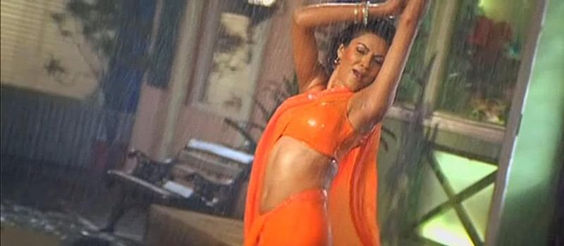 10 Bollywood divas teach you how to be SEXY in a SAREE this monsoon