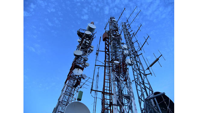 Pay Rs 1.47 lakh crore: No SC relief for telecom on dues