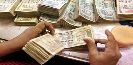 Bhopal: Cash payment to farmers: Chouhanignores I-T rules