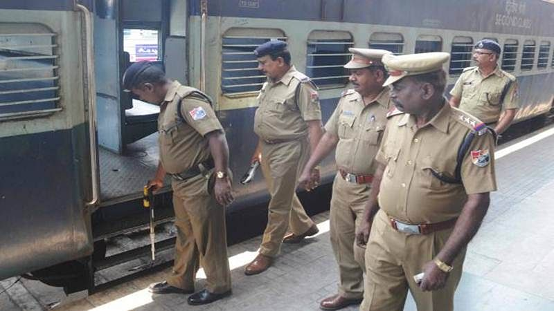 Mumbai: Railway police catch a gang of mobile thieves from Jharkhand