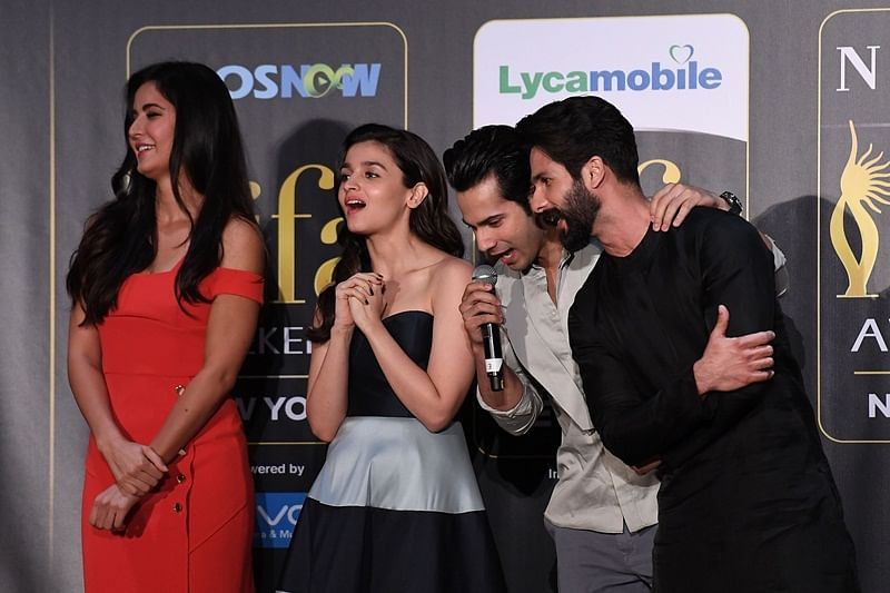 Bollywood actors (L-R) Katrina Kaif, Alia Bhatt, Varun Dhawan and Shahid Kapoor react during a press conference ahead of the 18th International Indian Film Academy (IIFA) Festival, in New York City July 13, 2017. / AFP PHOTO / ANGELA WEISS